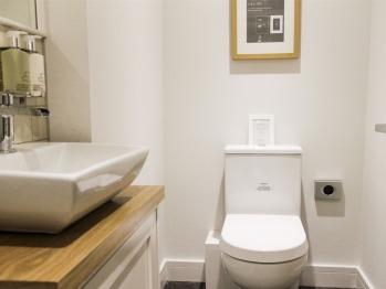 King-Ensuite bathroom