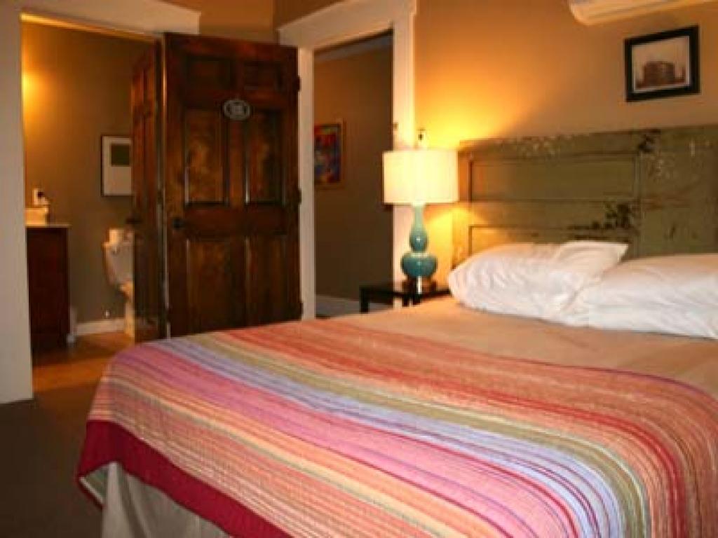 Queen-Ensuite-Queen Interior Guest Room