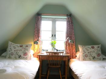 Robin Room - Attic 2nd floor twin bedroom (low sloping ceilings) with shower