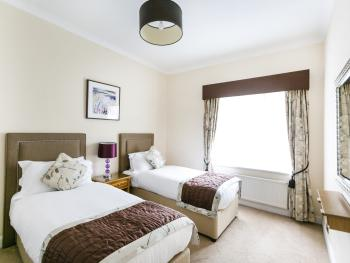 Apartment-Royal-Ensuite with Bath-4 bedroom