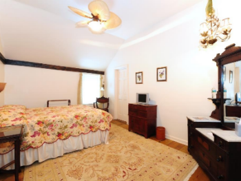 Queen-Ensuite-Deluxe-Meta (Carriage House) - Base Rate