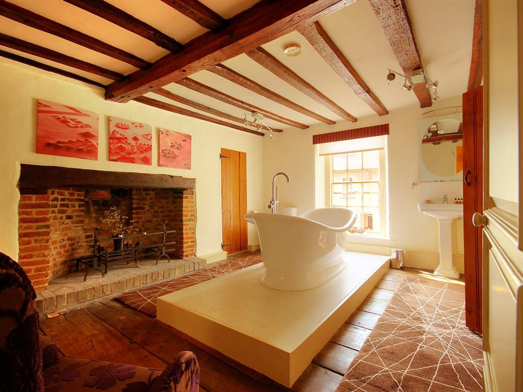 Double or Twin-Luxury-Ensuite with Bath-Street View-EARL OF SANDWICH