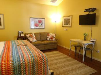 Juniper Room with breakfast table, flat screen TV & double sofa couch/bed
