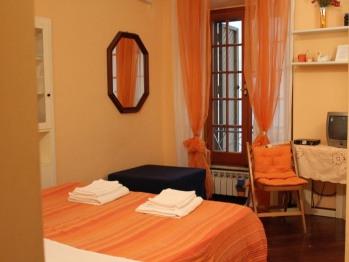 Matrimoniale-Appartamento-Bagno in camera con doccia-Vista strada
