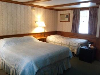 Triple room-Ensuite-Standard-Room #10 (1queen+ 1 twin)
