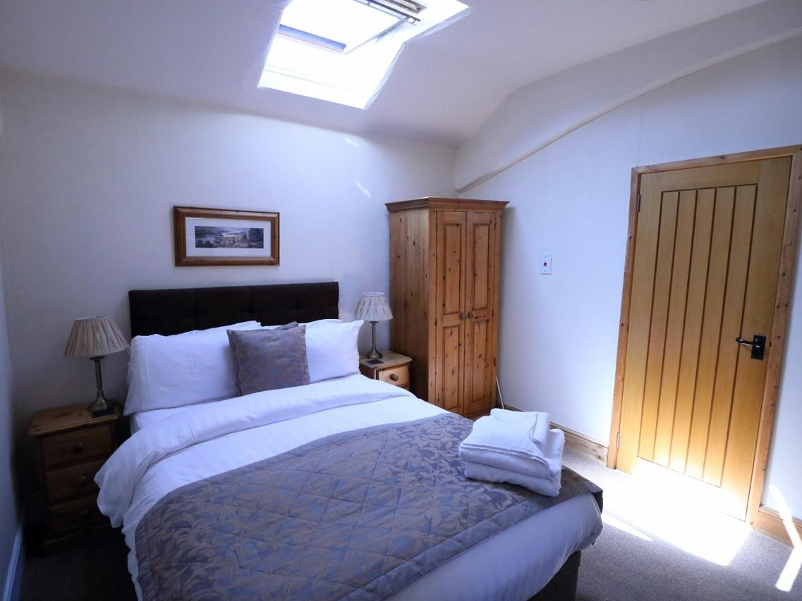 Double room-Basic-Ensuite with Shower - Base Rate