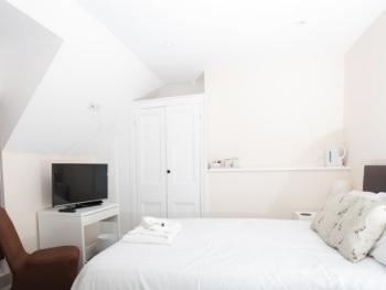 Double room-Economy-Ensuite with Shower-Street View-Brewery House Newmarket