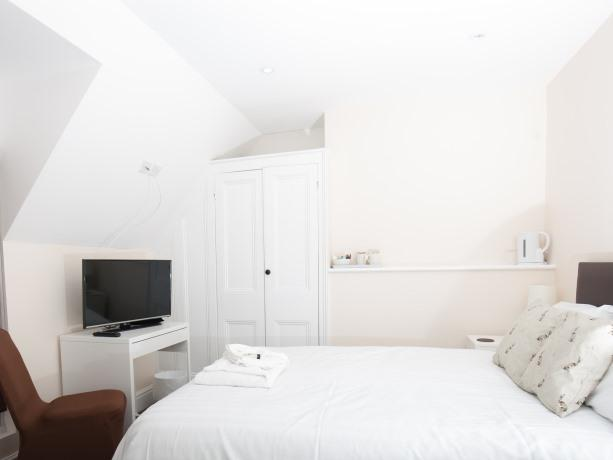 Double room-Economy-Ensuite with Shower-Street View-Brewery House Newmarket - Base Rate