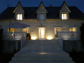 Le Clos Notre Dame by night