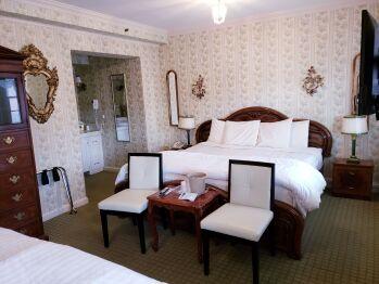 Deluxe King & Full 1 King Bed & 1 Full Bed