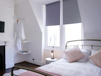 Double-Deluxe-Ensuite with Shower-City View-Double Den Room (Breakfast Included)