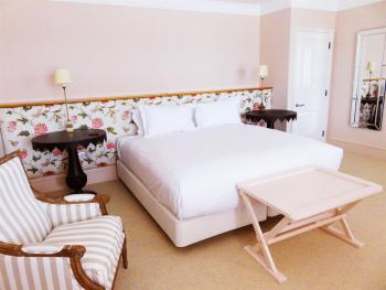 Double or Twin-Deluxe-Ensuite with Bath-Terrace-Courtyard - Ground Floor
