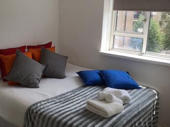 Stepney Green Rooms - Room 4 with double bed