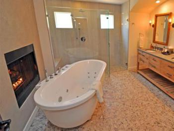 Cottage-Ensuite with Jet bath-Premium-Countryside view-Maurice's Coach House - Base Rate