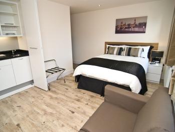 Family room-Apartment-Ensuite-Studio (2 Ad & 2 Ch )