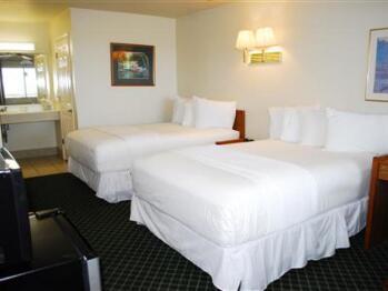Quad room-Ensuite-Standard-Hotel room 206 - 2 double - Quad room-Ensuite-Standard-Hotel room 206 - 2 double