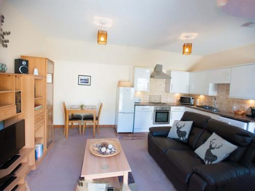 Glenernan Bothy Lounge Kitchen