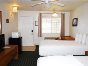 Quad room-Ensuite-Standard-Hotel room 212 - 2 double - Quad room-Ensuite-Standard-Hotel room 212 - 2 double