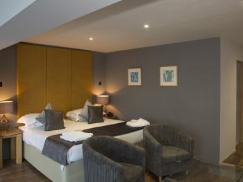 Suite-Deluxe-Ensuite-Terrace- Wet room - terrace
