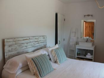 Marriage Bed-Standard-Bathroom with shower-Montana View-Na Blanca