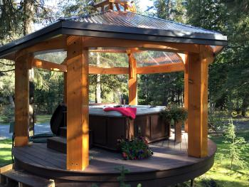 HOT TUB & GAZEBO