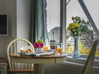 Studio-Luxury-Ensuite with Shower-Garden View-Coach-house