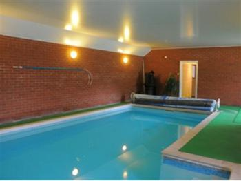Aldercarr Hall - Indoor Heated Swimming Pool