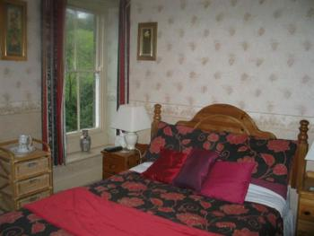 Tudor Red Room - Double Ensuite