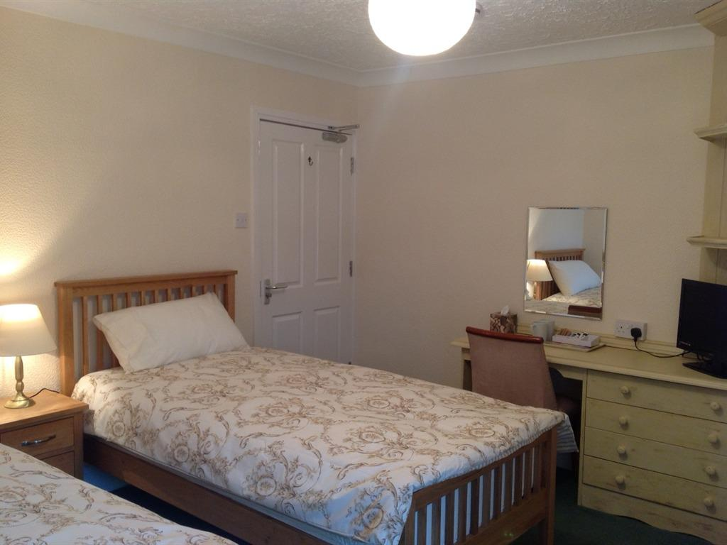 Twin room-Standard-Ensuite with Bath-Garden View-and shower