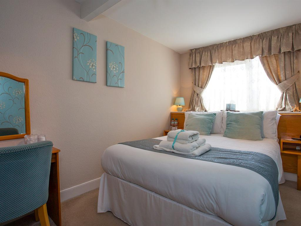 Double room-Ensuite-inland view - Base Rate