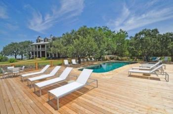 Large Sun Deck with Outdoor Pool + Hot Tub
