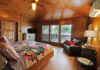 The Treehouse Cabin Bedroom