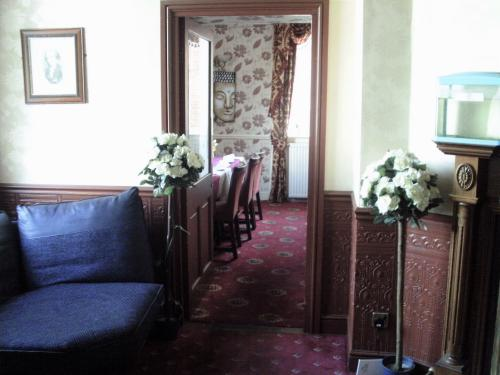 Hotel Lobby to Restaurant