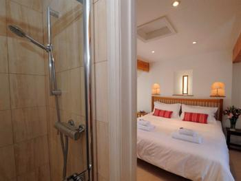 Family-Ensuite with Shower