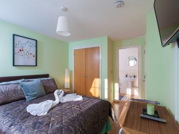 Double room-Ensuite with Shower-Street View-G1