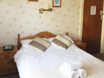 Double room-Ensuite-Partial Sea View