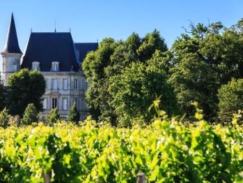 Vue du jardin sur le Château Pichon Baron