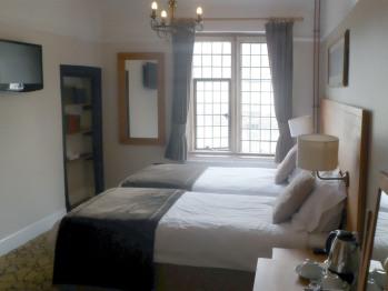 King, En-suite, bath & shower (Frome)