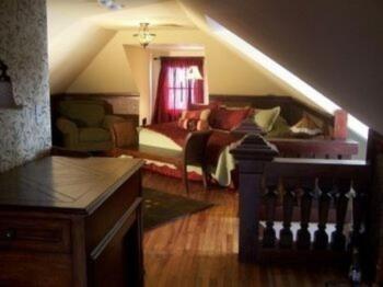 William Morris Loft Guestroom