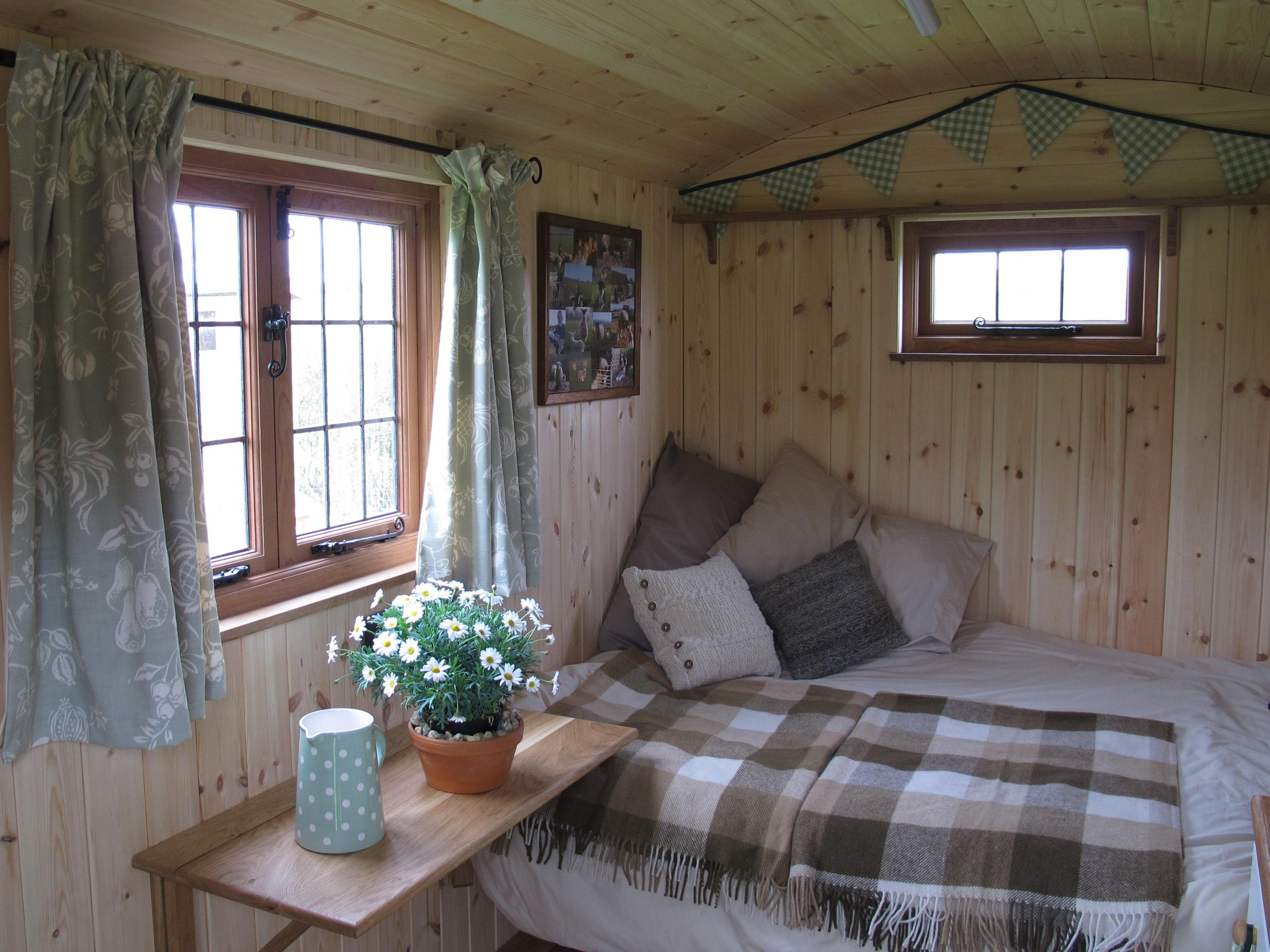 Hut-Classic-Shared Bathroom-Garden View-shepherds hut