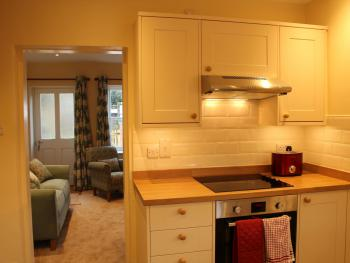 Fully equipped kitchen with electric hob, oven and grill
