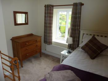 Single bedroom with comfy full size single bed