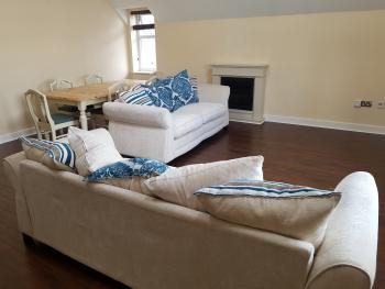 Ashgrove Court Penthouse's by Cardiff Holiday Homes - Living Room/Dining Room