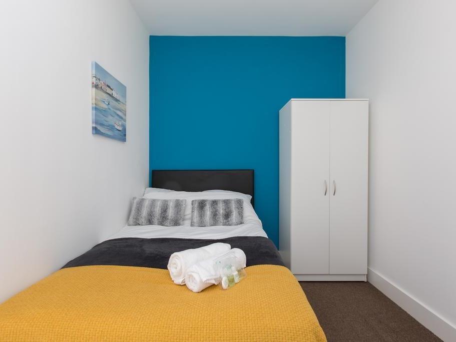 Single room-Shared Bathroom-Room 4