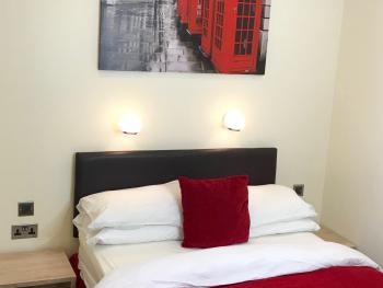 Double room-Deluxe-Ensuite with Shower-Street View-Room 4 - Base Rate
