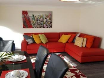 Huku kwetu - Brentwood Townhouse  - Living Room