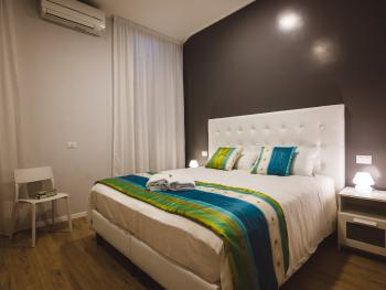 Double room-Standard-Ensuite with Shower-Garden View-Gray Room