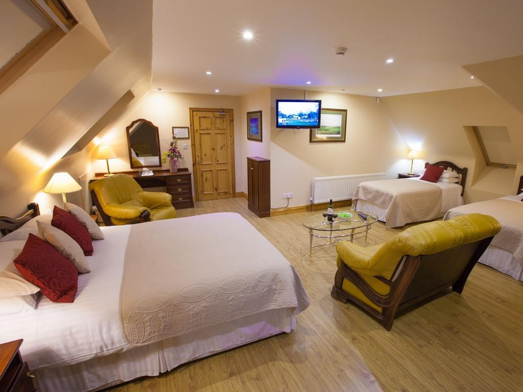 Junior Suite-Family-Ensuite with Bath-Sea View-Golf Course view - Room 5