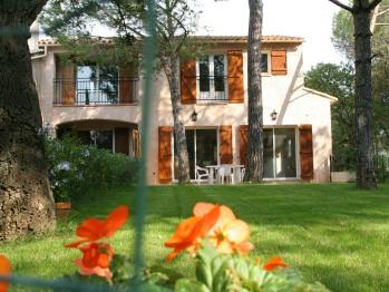 AU BOIS FLEURI Location Villa et Studios Roquebrune-sur-Argens - Vue extérieure de la villa