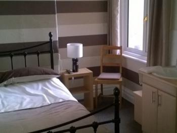 Double room-Comfort-Ensuite with Shower-Street View-Room 2